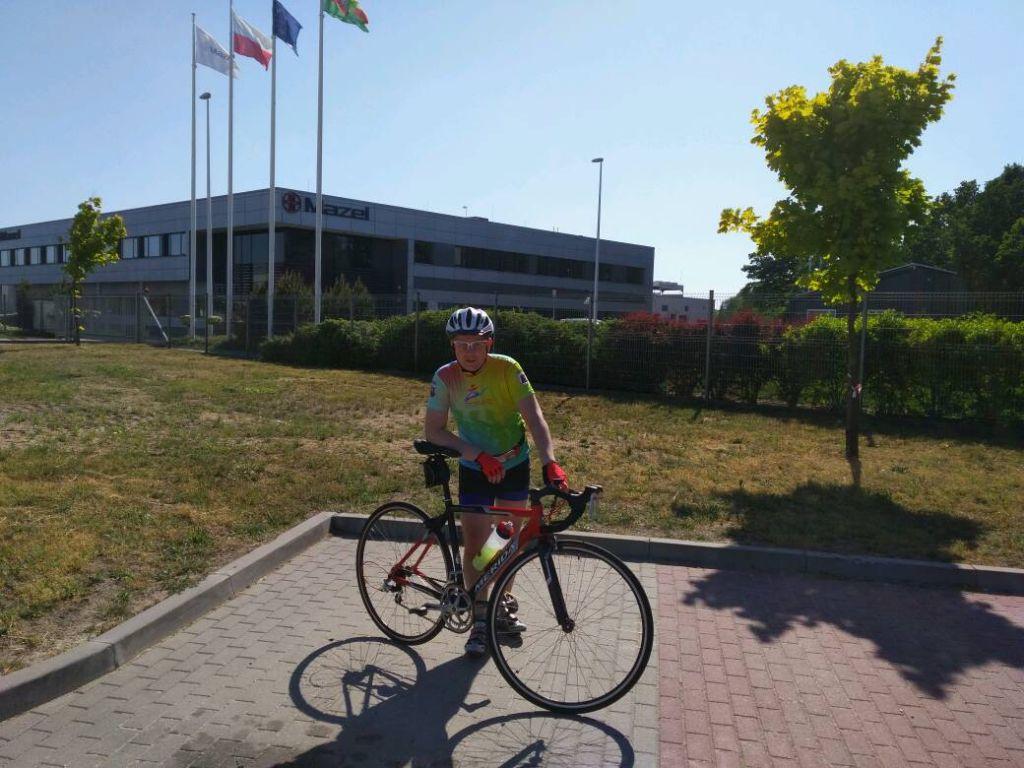 Pracownicy Mazel po godzinach rower